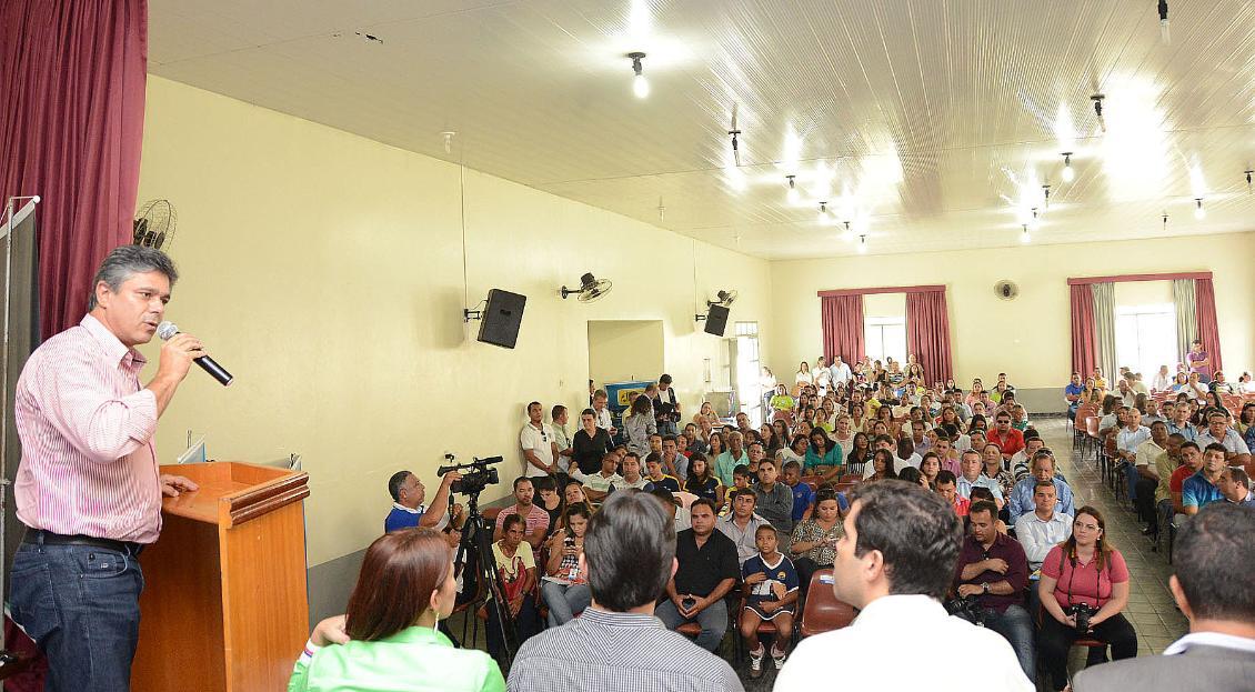 Deputados acompanham entrega de benefícios para os municípios da Região Sudeste do Tocantins