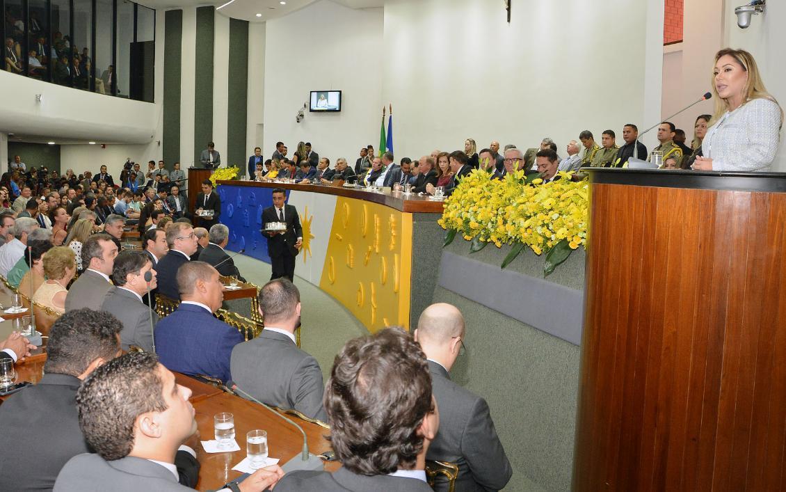 Presidente da Casa, Luana Ribeiro conduziu a solenidade