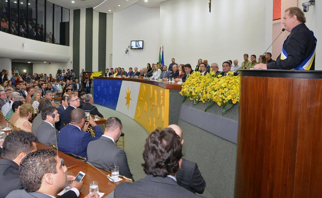 Ex-presidente da Casa, Carlesse foi empossado governador