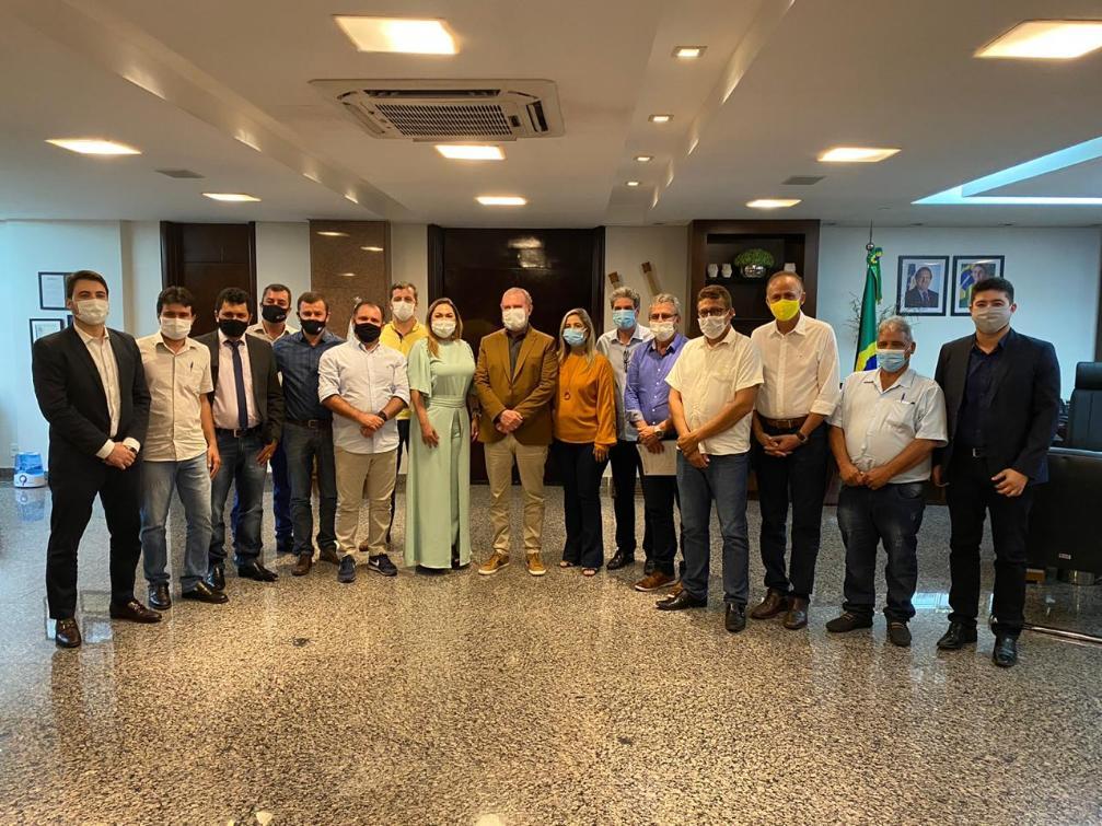 Luana Ribeiro e prefeitos participam de reunião com governador