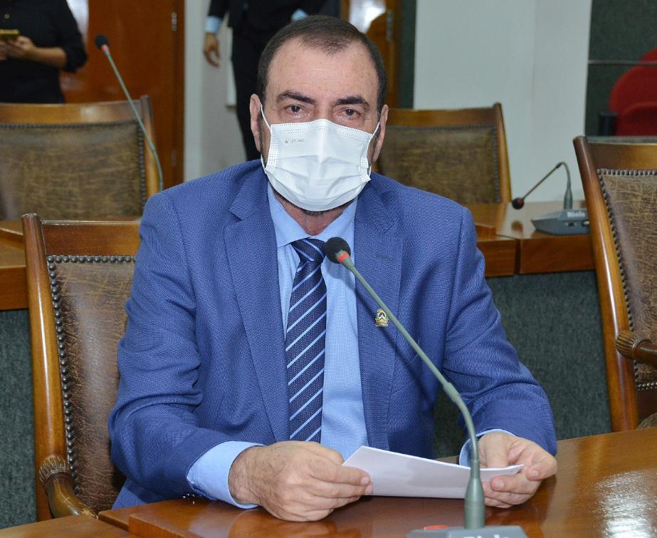 Issam Saado defende o retorno das aulas após vacinação