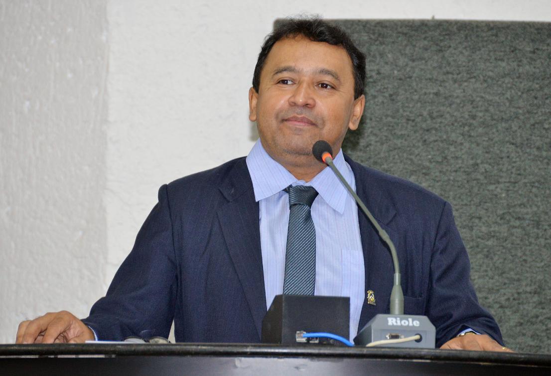 Elenil da Penha é o autor da proposta