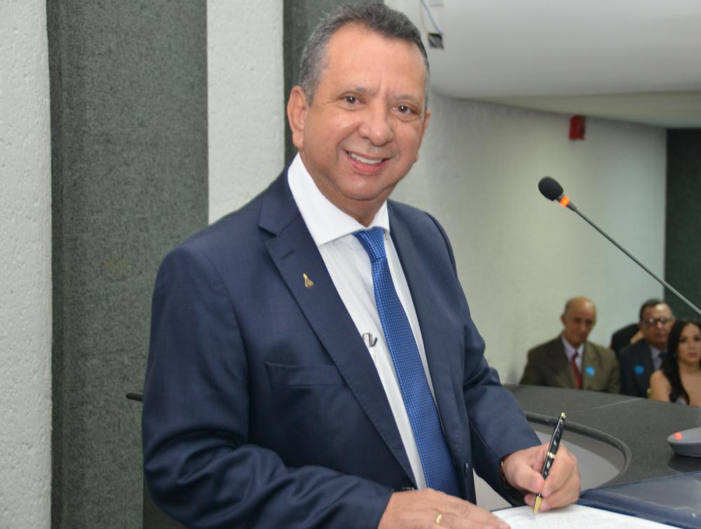 O parlamentar obteve 21 votos