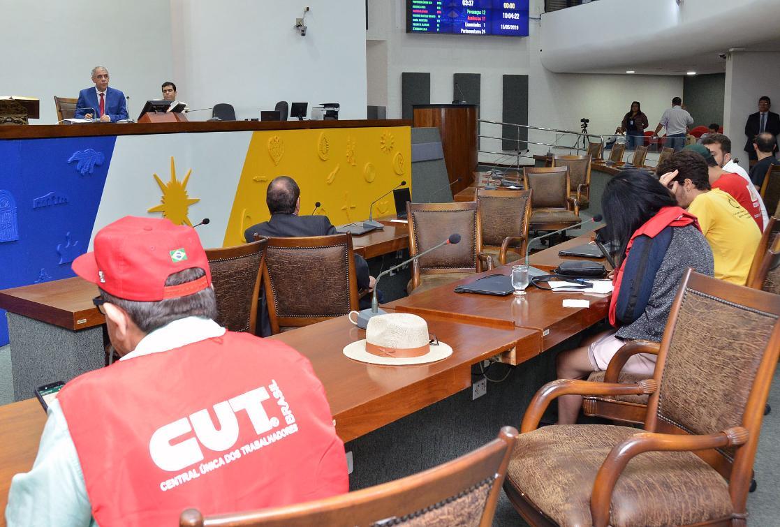 A sessão ordinária matutina  foi suspensa e deu lugar à sessão popular