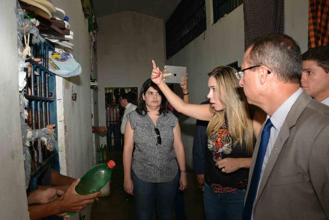 Na CPP de Gurupi, Luana ouve queixas dos presos sobre comida precária, superlotação e falta de água.