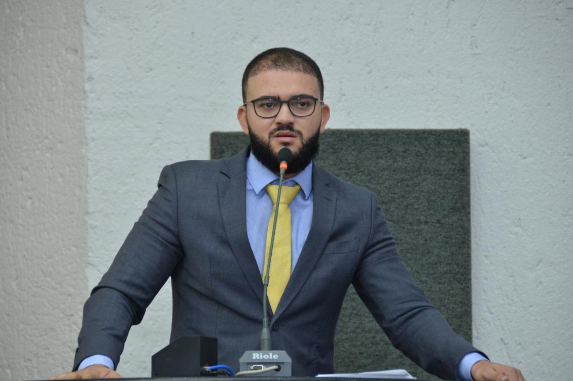 Léo Barbosa pede convocação da BRK para prestar esclarecimentos sobre poluição no lago de Palmas