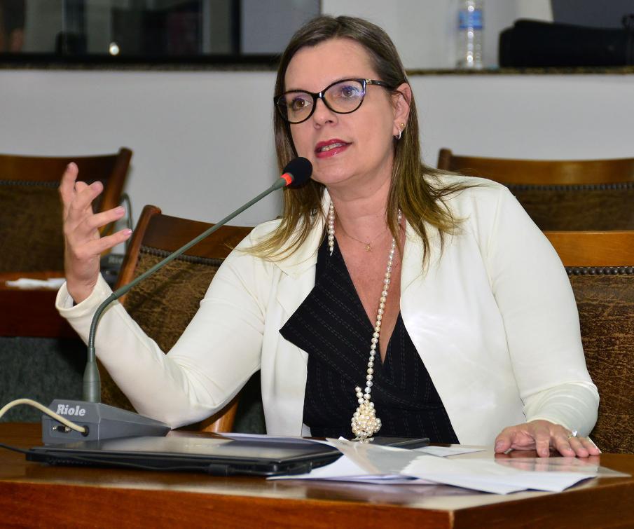 Claudia Lelis é autora da proposta