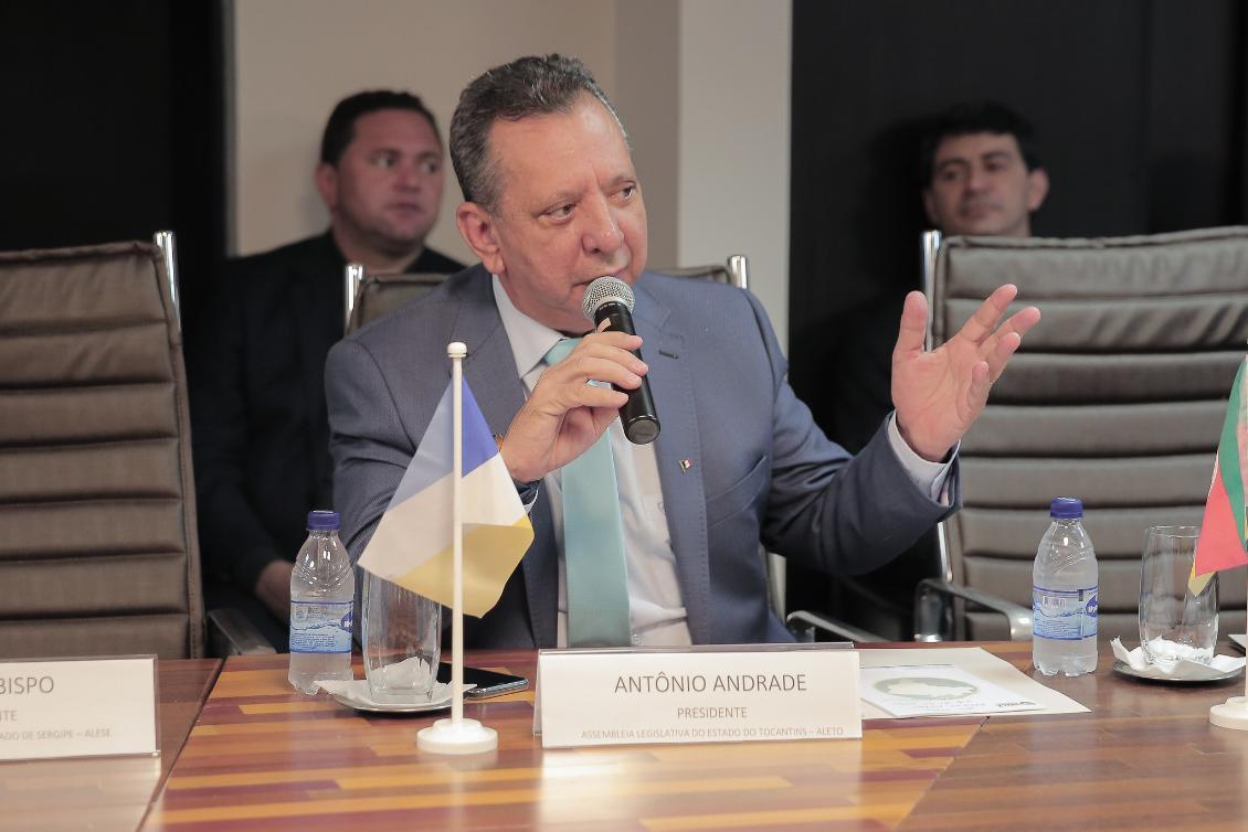 Antonio Andrade durante encontro da UNALE