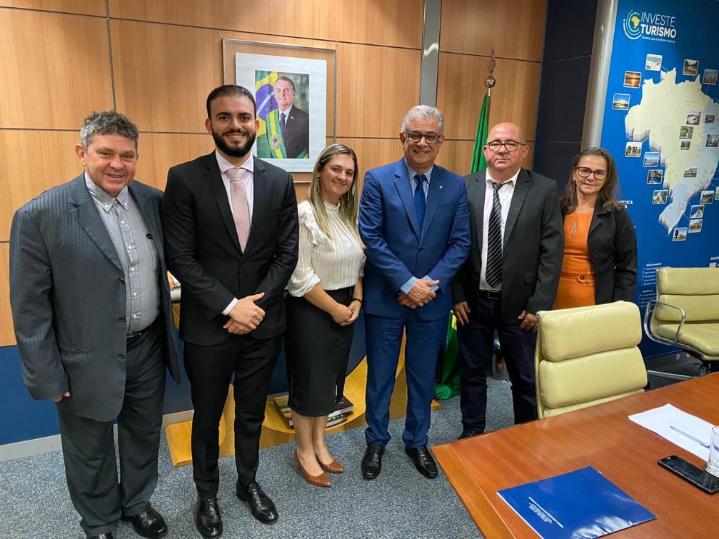 Léo Barbosa e prefeitos eleitos foram recebidos pelo chefe de Gabinete do Ministério do Turismo