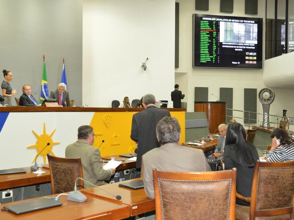 Projetos foram apreciados pelo plenário nesta terça