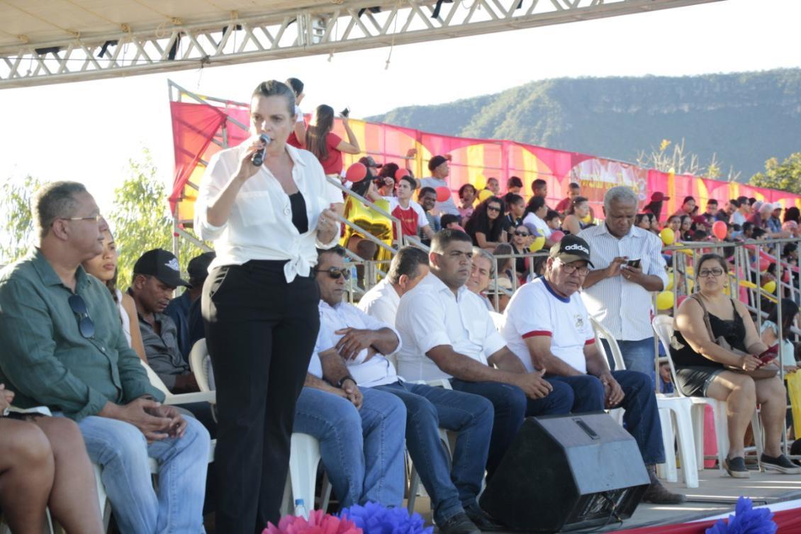 Claudia participa da abertura Cavalhadas em Taguatinga