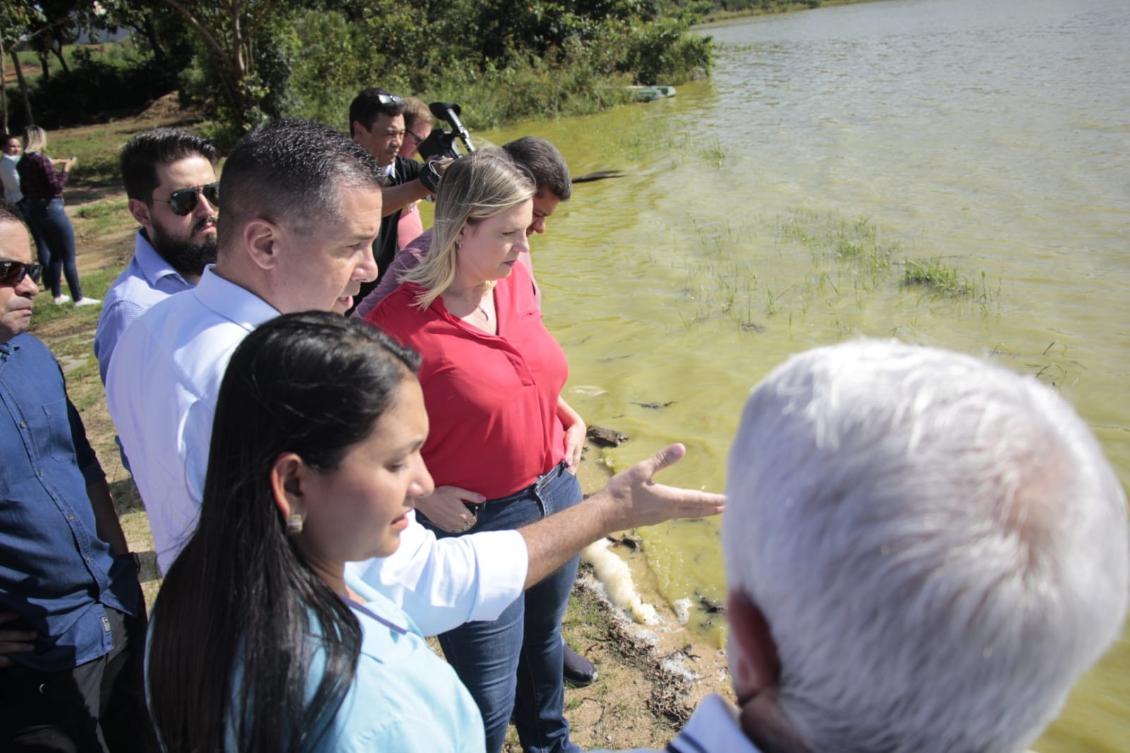 Visita dos deputados ao lago