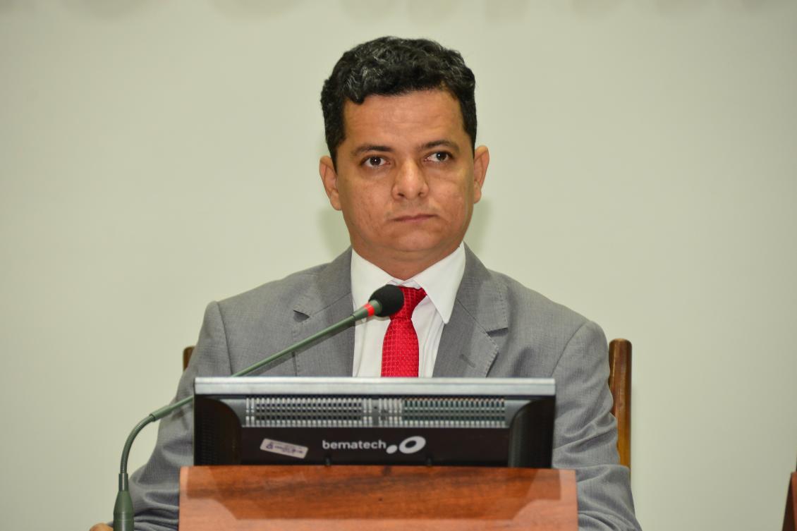 Jorge Frederico na presidência da sessão