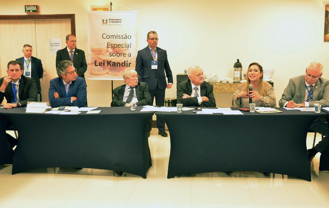 Luana Ribeiro é única mulher a ocupar o cargo de presidente de um Poder Legislativo no país