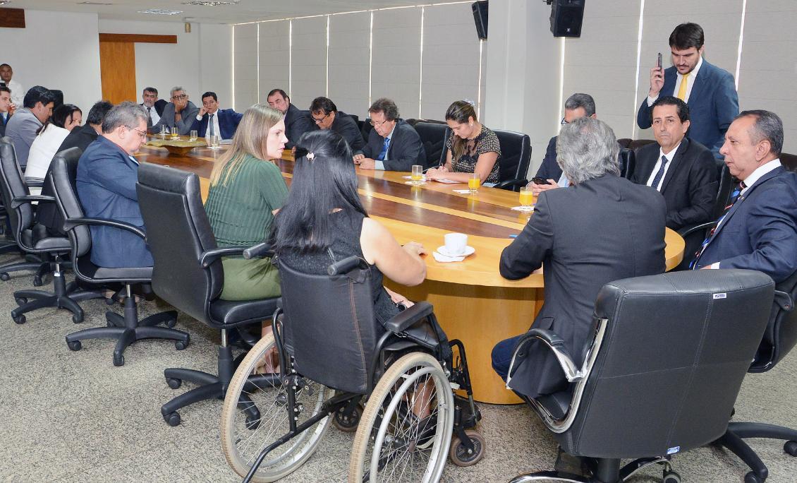 Documento foi assinado em reunião entre deputados e representantes do MP