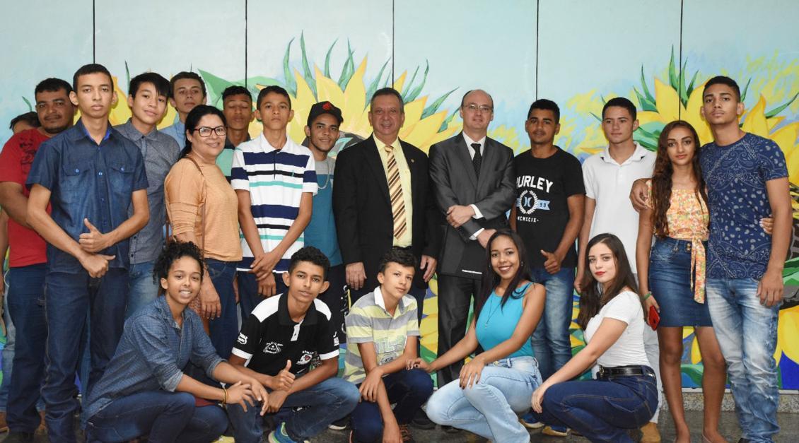 Presidente Antonio Andrade recebeu os estudantes em seu gabinete..