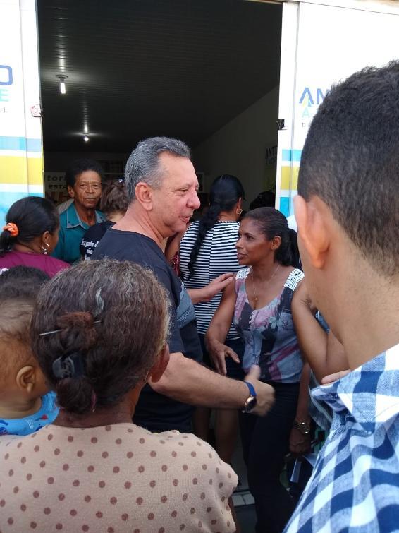 Antonio Andrade no momento da chegada em seu escritório em Porto