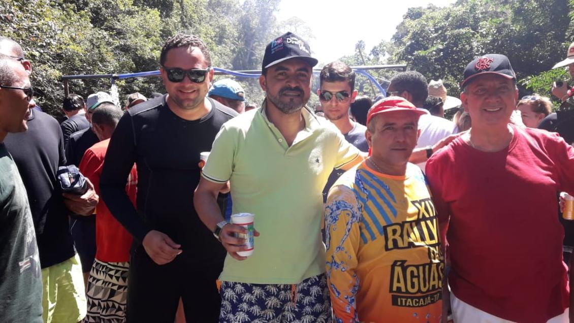 Antonio Andrade ao lado do prefeito Cleoman, Wanderlei e Júnior