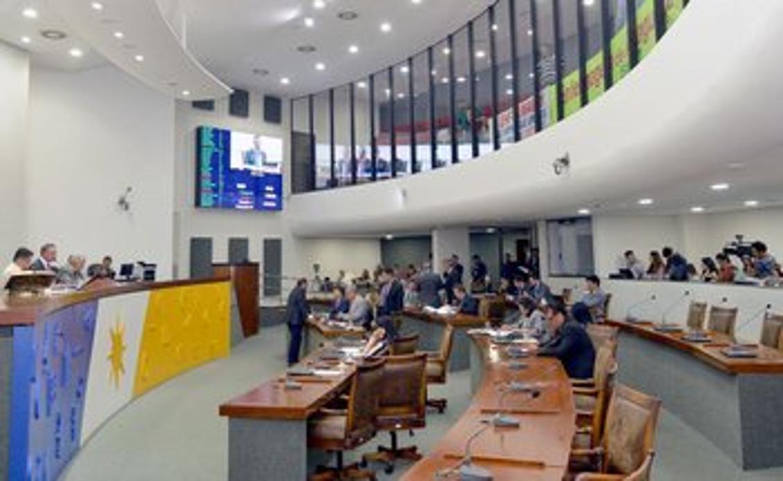 Projetos foram discutidos e votados pelo plenário