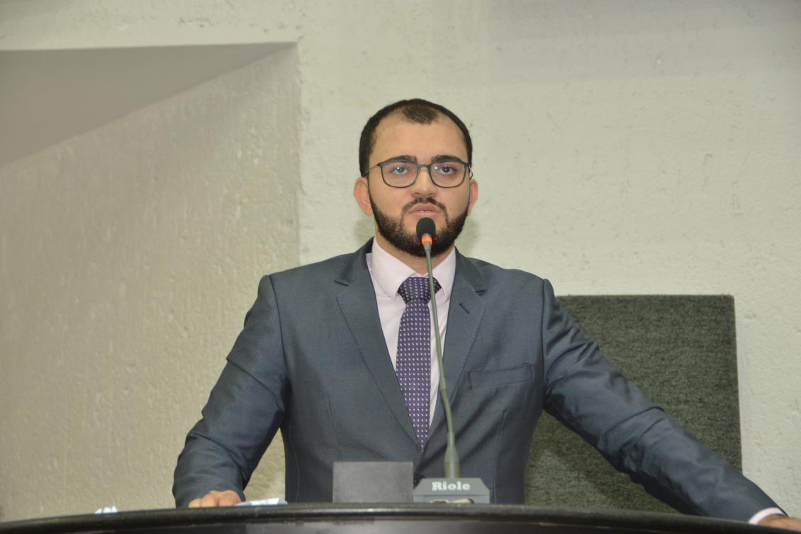 Léo Barbosa solicita implantação de Colégio Militar em Taquaralto