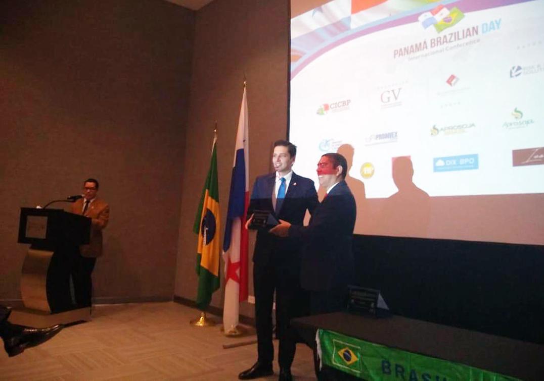 Olyntho Neto foi homenageado no evento