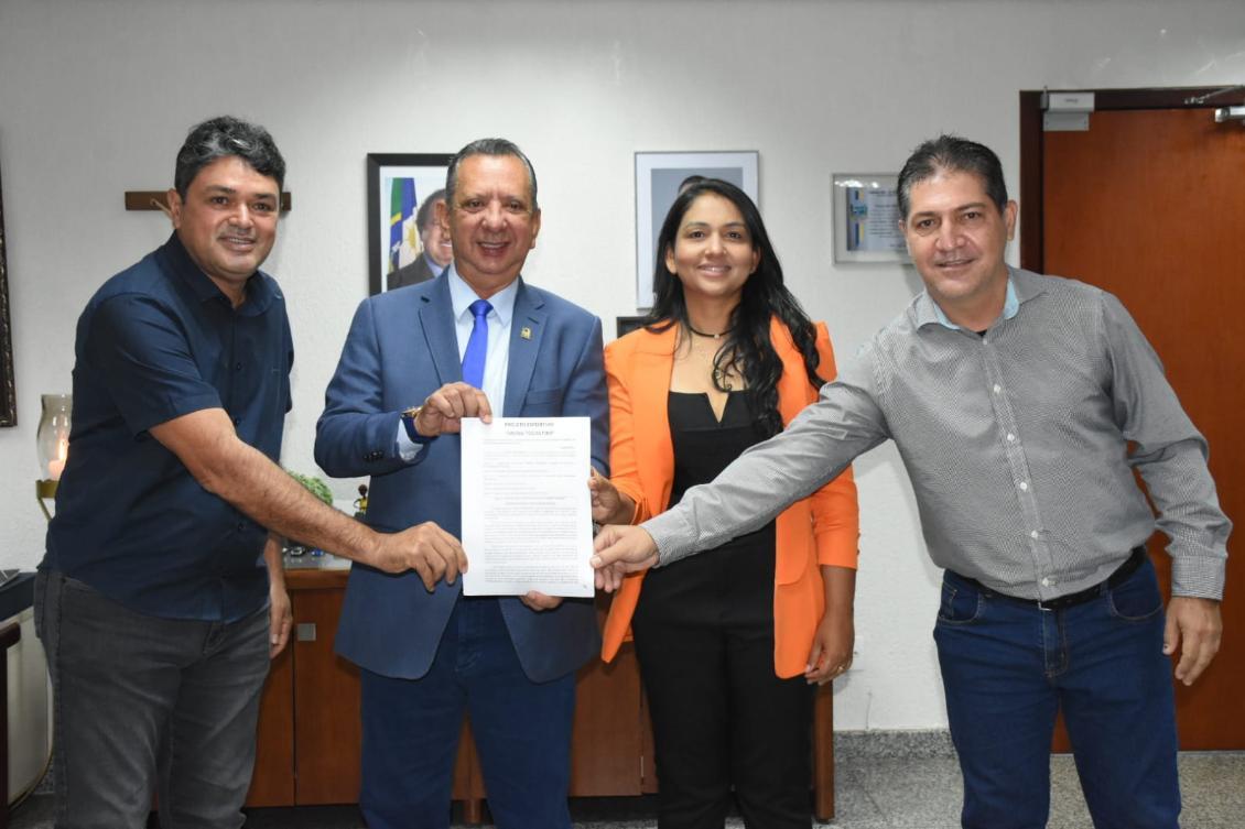 Antonio Andrade ao lado de Etinho Nordeste, Vanda Monteiro e Ricardo Pereira