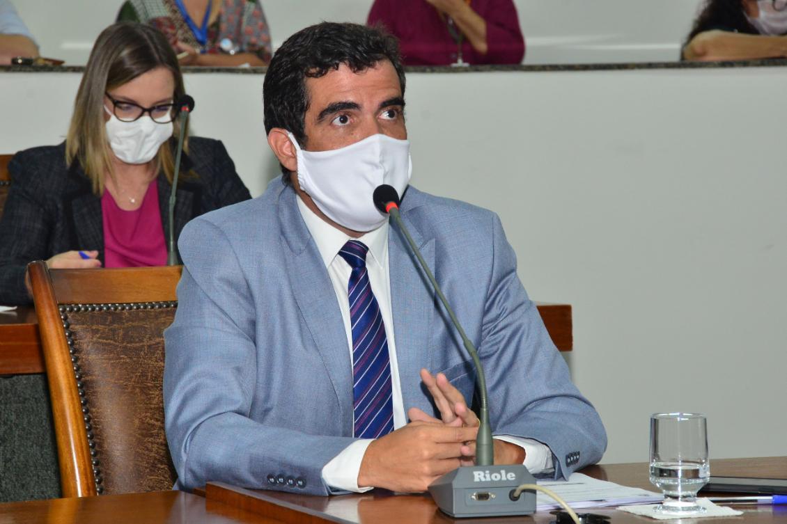 Projeto de Lei foi aprovado com a emenda proposta por Ayres