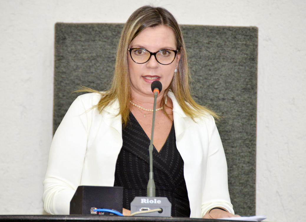 Claudia Lelis quer minimizar sofrimento de animais
