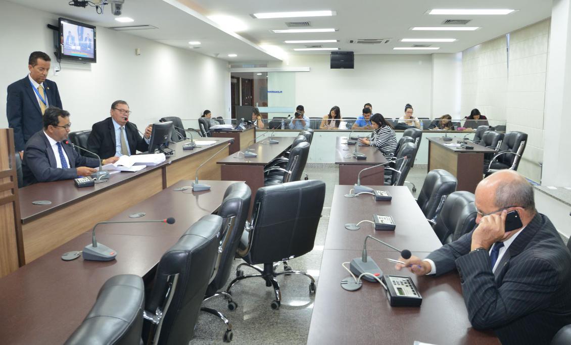 Membros da comissão reuniram-se nesta quinta-feira