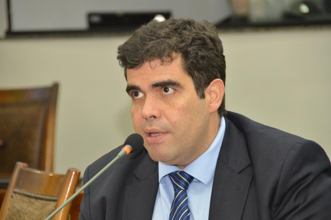 Ayres solicita instalação de agências bancarias em Luzimangues