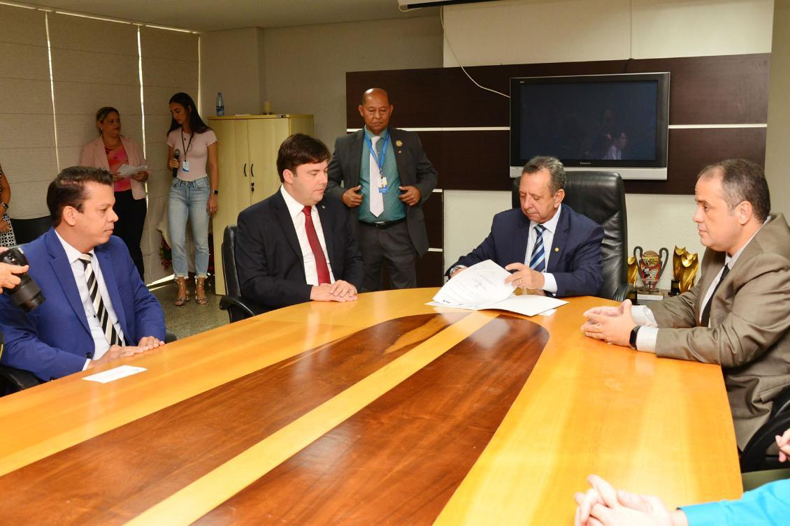 Assinatura de termo de cooperação