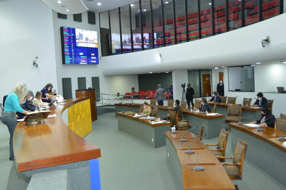 Matérias foram aprovadas pelo plenário na tarde desta quarta-feira