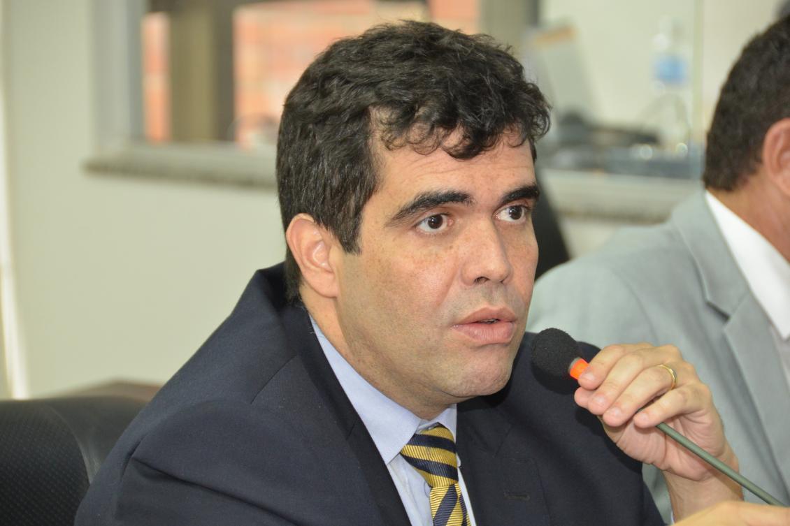 Ayres requer audiências públicas para debater regularização fundiária urbana e rural no Tocantins