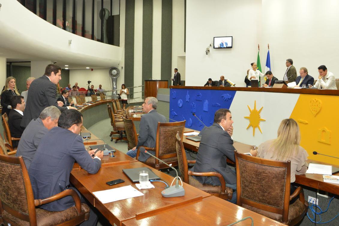 Matérias foram votadas no plenário nesta quinta-feira