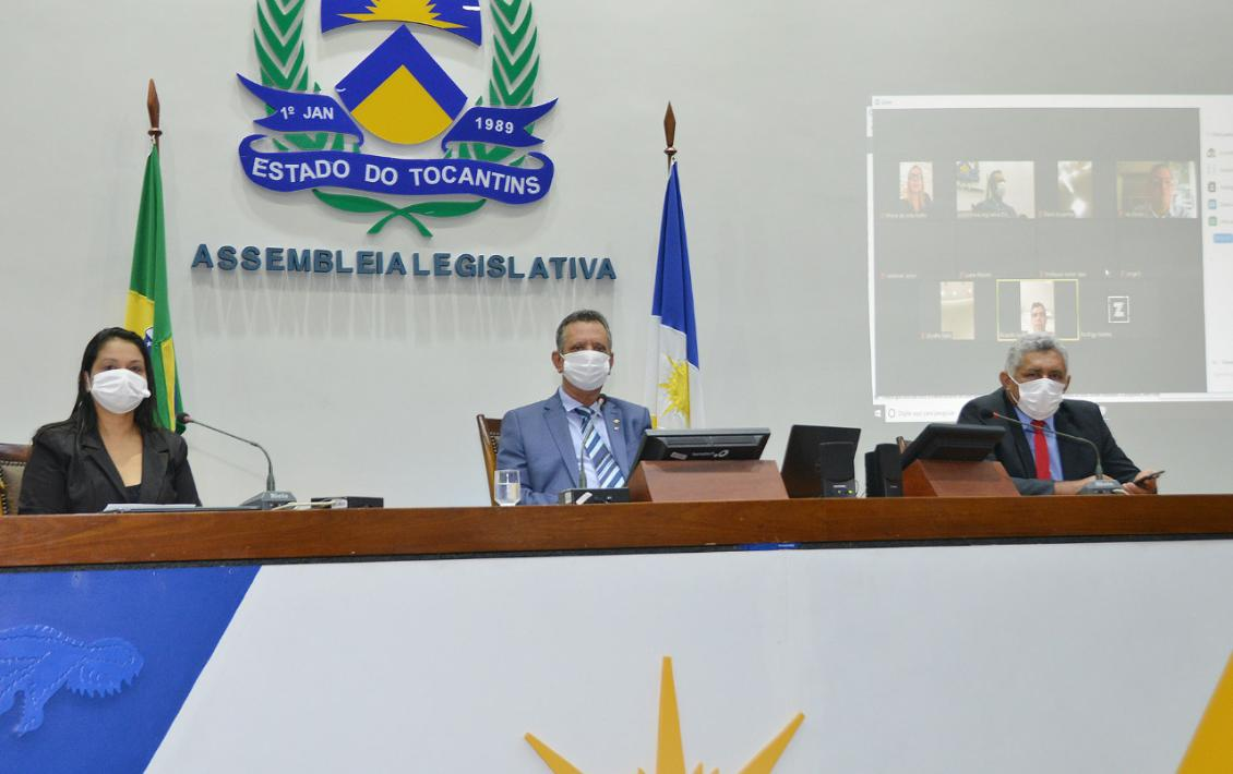 Parlamentares usaram máscaras durante toda a sessão