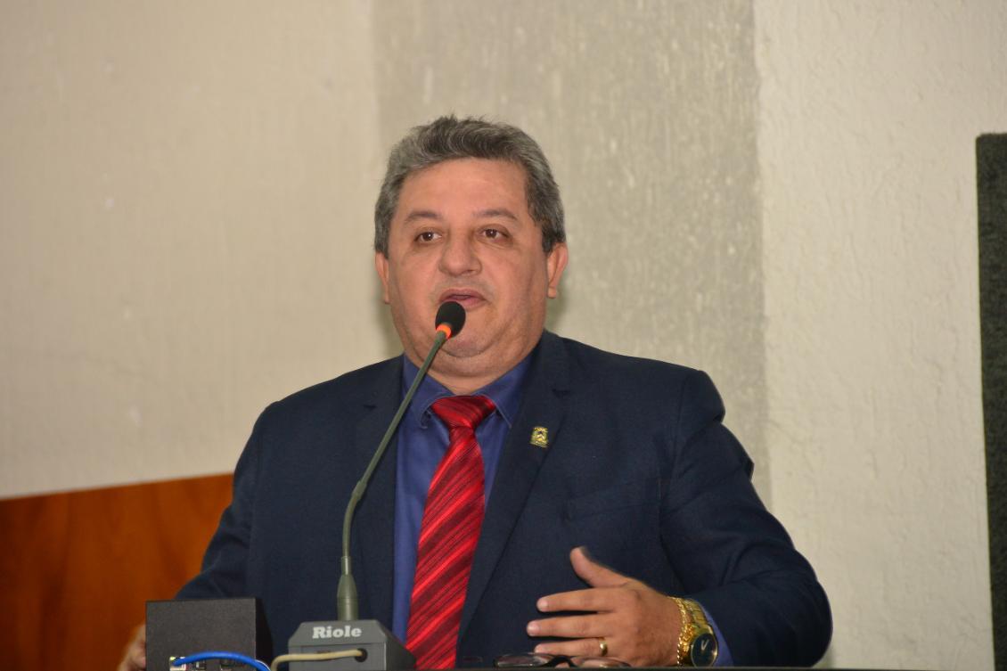 Deputado Jair Farias sempre atento às necessidades da população