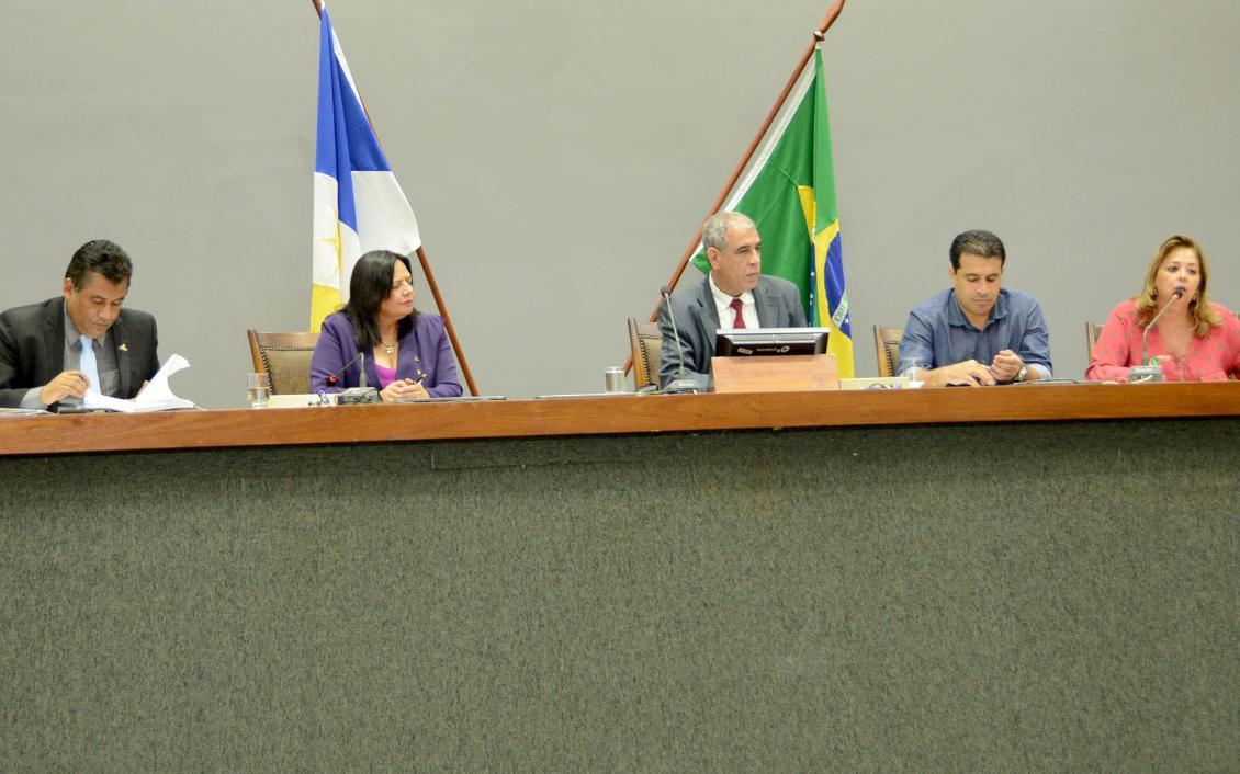 A ausência do secretário da Fazenda, Paulo Antenor de Oliveira, também foi criticada