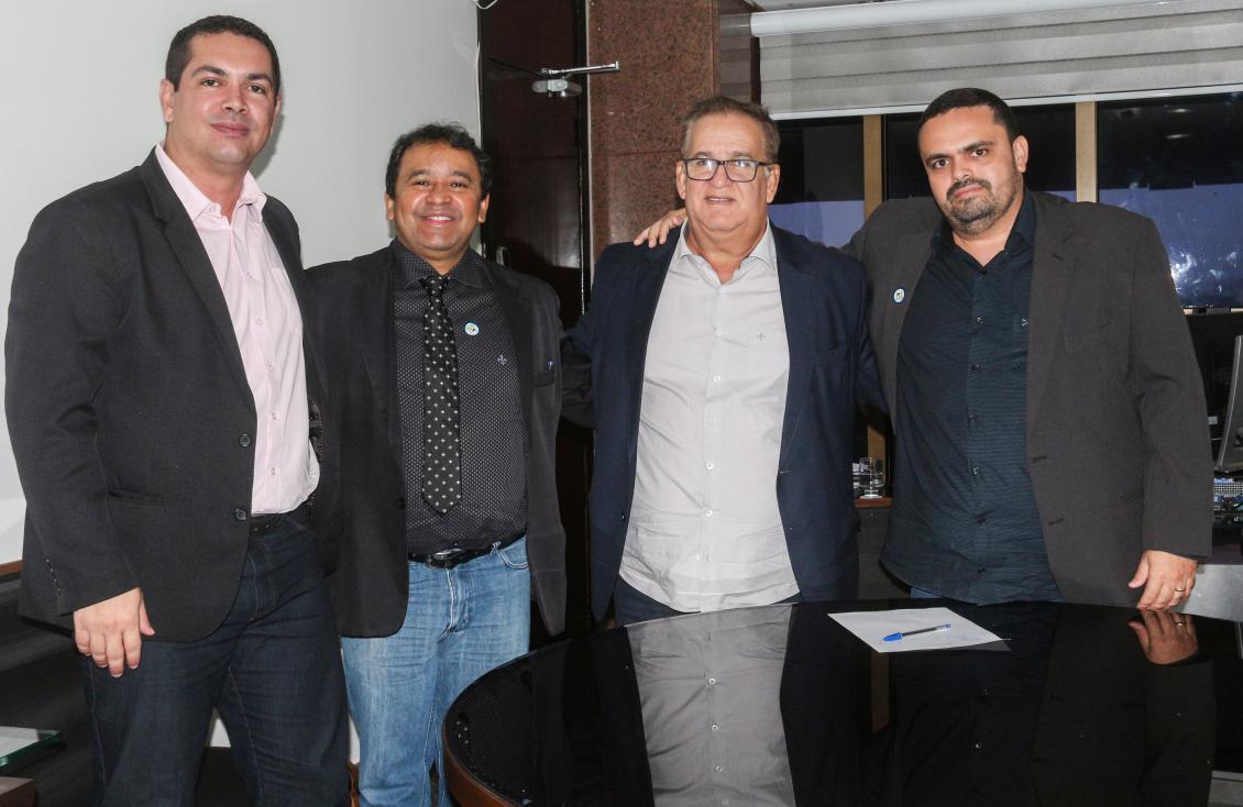Deputado Elenil da Penha (MDB) participou, ao lado de representantes do IFTO, de uma reunião com o c