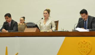 Alguns deputados  criticaram a decisão do governador e pediram o retorno dos servidores