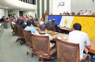 Deputados querem investigar possíveis taxas abusivas