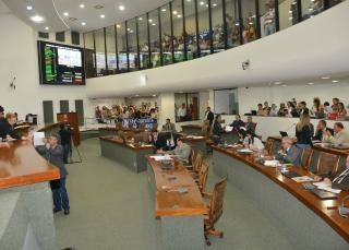 O plenário aprovou também projetos que autorizam a  doação de áreas urbanas