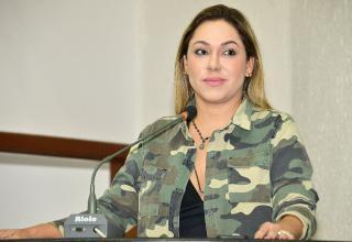 Deputada Luana na tribuna da AL