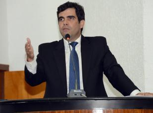 Para Ricardo Ayres, é o município que deve definir o valor das taxas