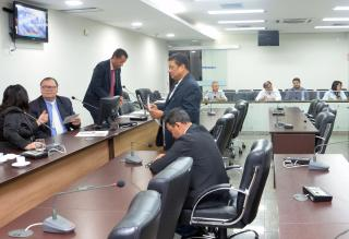 Membros da Comissão de Finanças reunir-se-ão às 18 horas